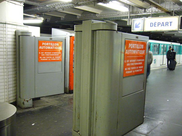 1280px-Porte_d'Orleans_-_Portillons