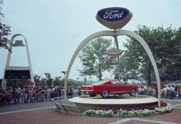 1964-world-fair-ford-exhibit-1965-mustang