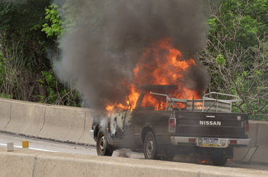burning-pick-up-truck